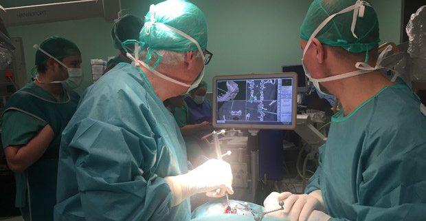 """Teknon incorpora un dispositivo """"pionero"""" en fusión vertebral cervical"""
